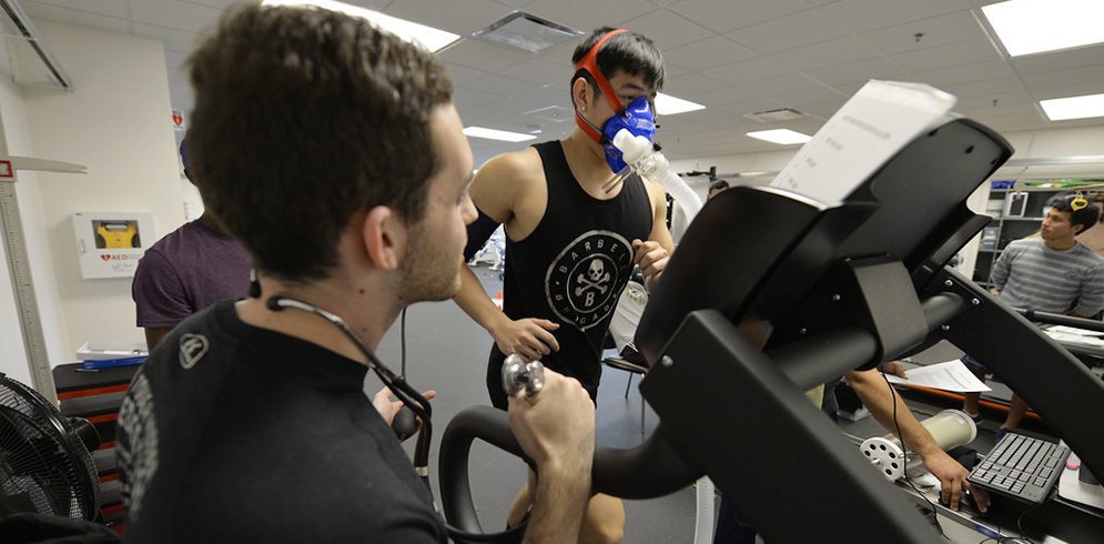 exercise science student conducting stress test