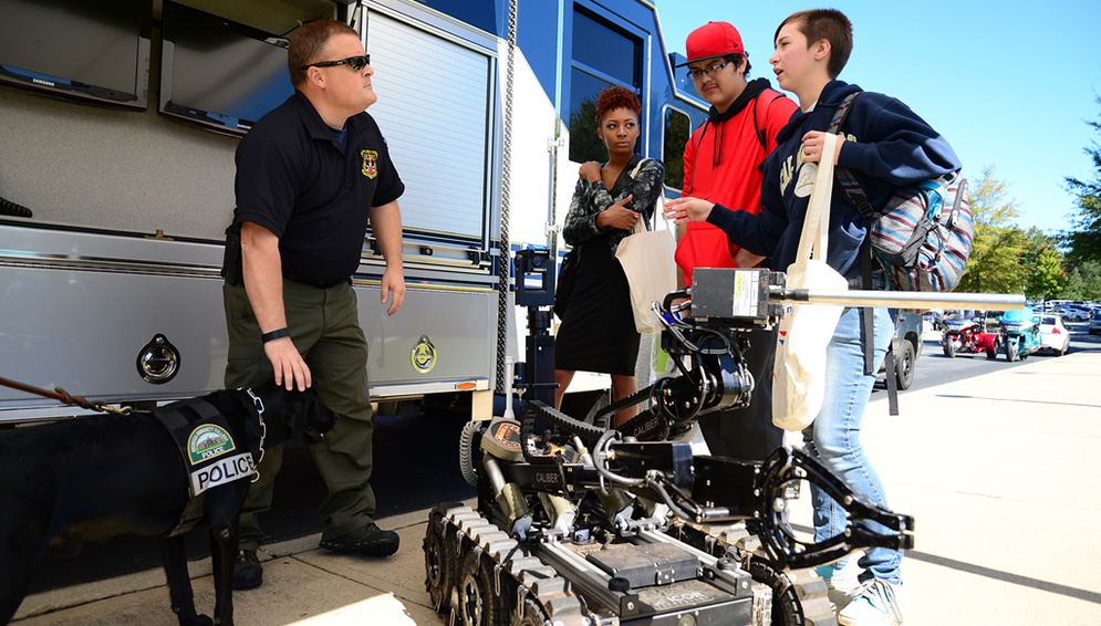 Students asking about bomb squad robot at safety fair