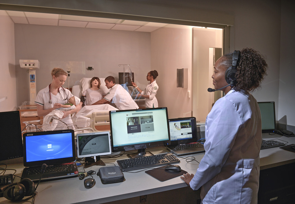 students participating in simulation laboratory